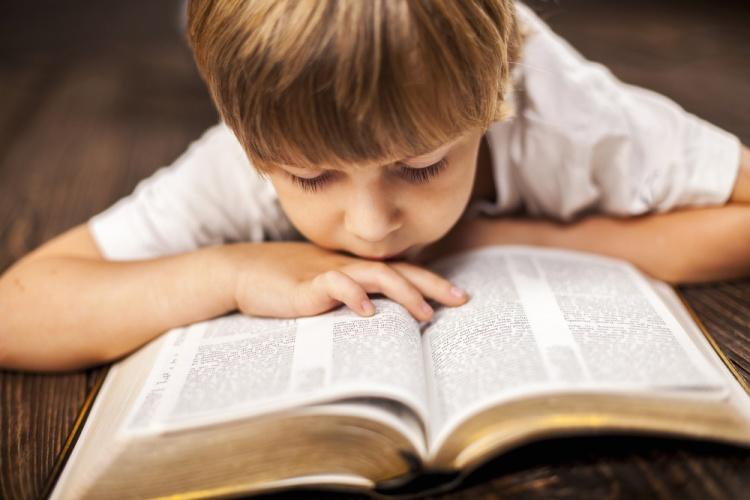 kid_reading_bible